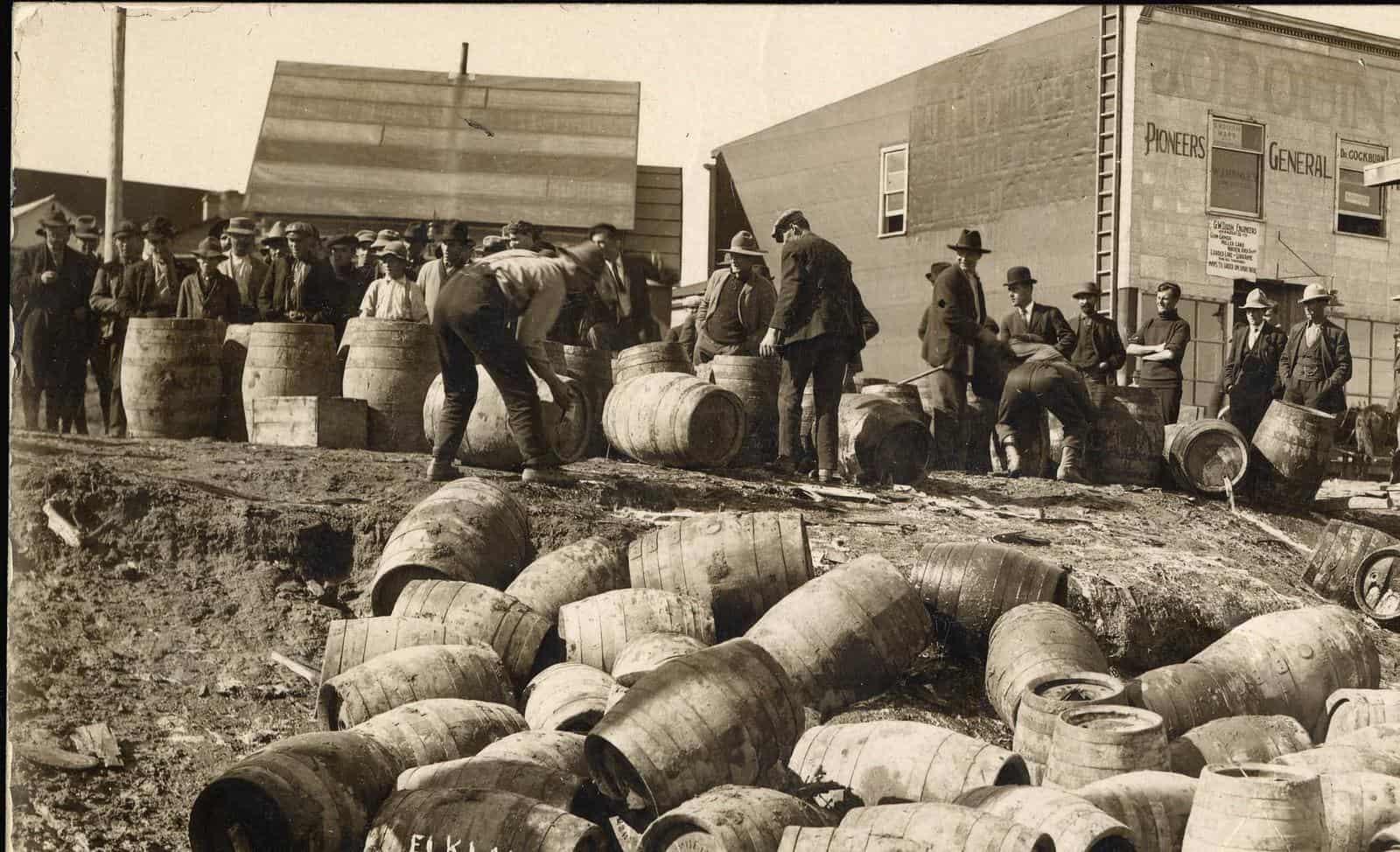 Police raid during prohibition Main